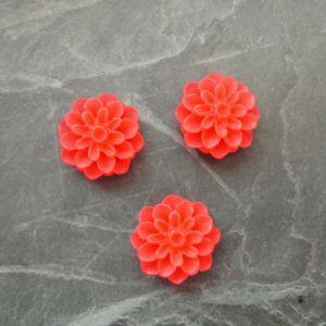 Kabošon chryzantéma 15mm - oranžovočervená