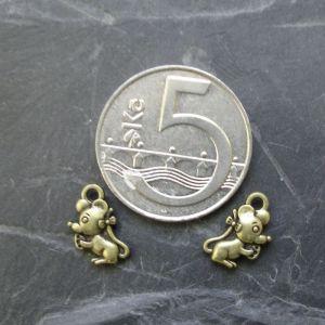 Přívěsek maličká myška 7x12mm - starobronzový