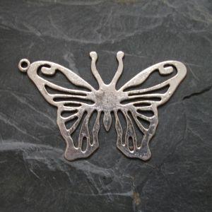 Přívěsek motýl 63x40mm - starostříbrný