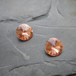 Skleněný broušený kamínek 16mm - broskvový
