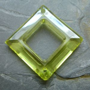 Plastový kosočtverec 29x29mm - žlutozelený