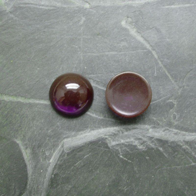 Plochý kulatý kabošon 14mm - fialový