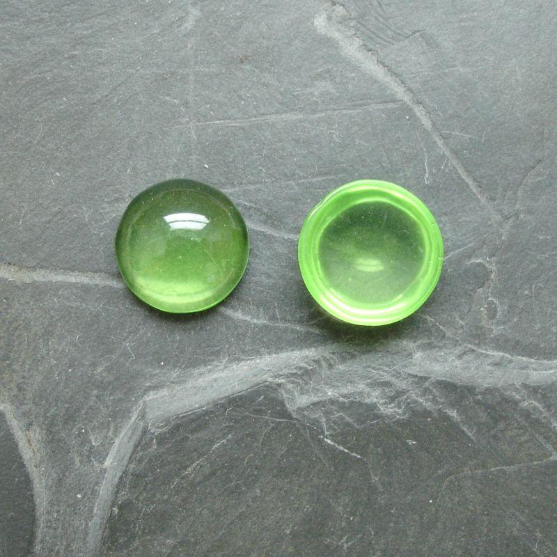 Plochý kulatý kabošon 14mm - zelený