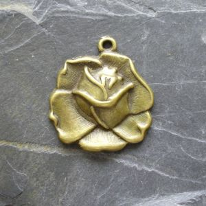 Přívěsek květ růže 23x26mm - starobronzová