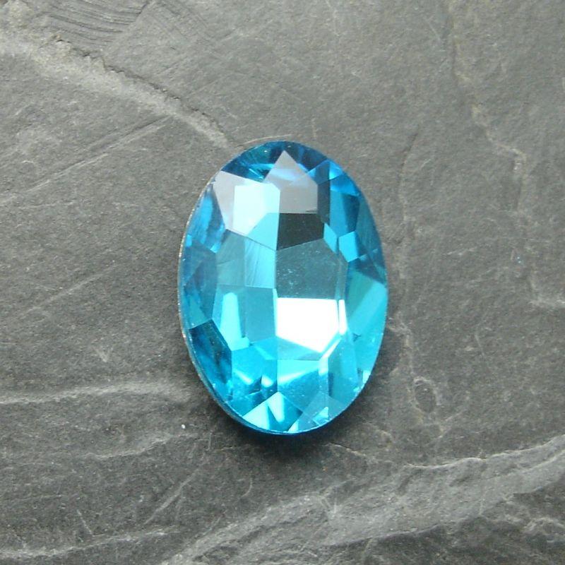 Skleněný broušený kamínek ovál 18 mm - azurový