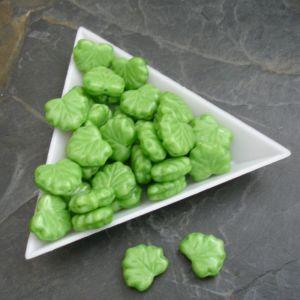 Mačkané korálky lístečky 13x11mm - zelené