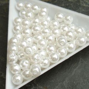 Plastové korálky cca 6 mm - bílé