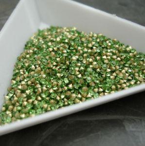 Skleněné šatony cca 2,4 - 2,5 mm - sv. zelené