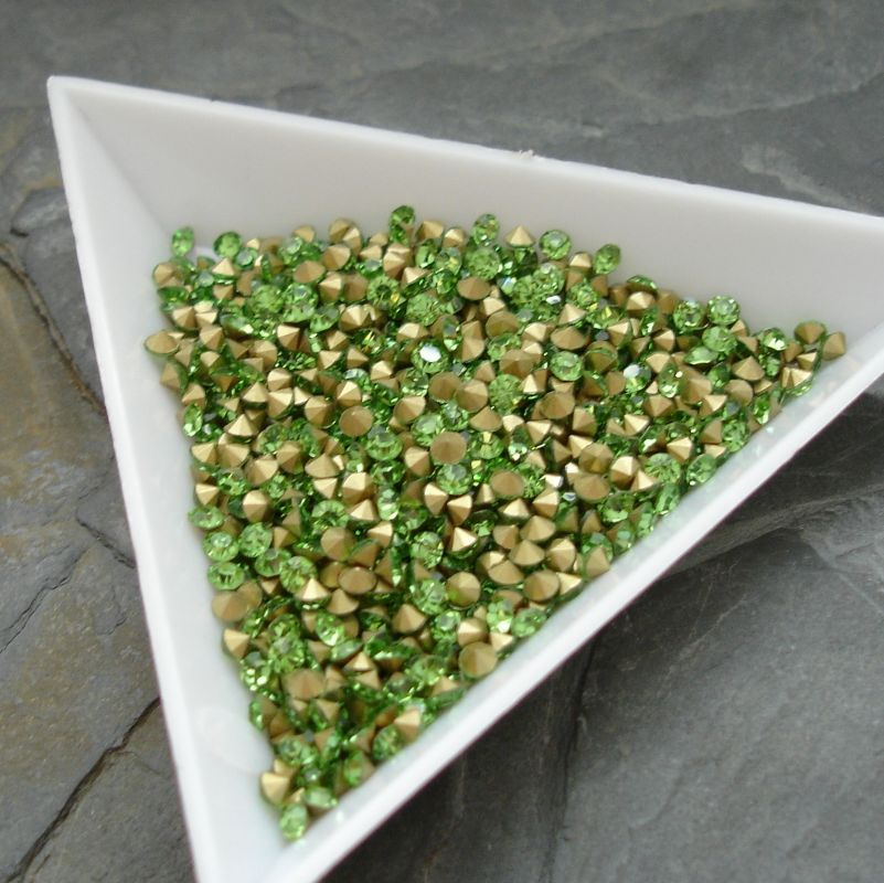 Šatony cca 2,9 - 3,0 mm - sv. zelené