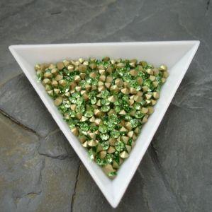Skleněné šatony cca 3,2 - 3,3 mm - sv. zelené