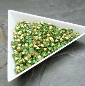 Skleněné šatony cca 3,3 - 3,4 mm - sv. zelené