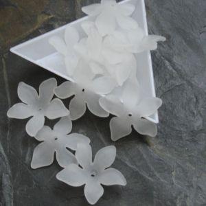 Akrylový květ 29mm - bílý