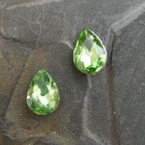 Skleněný broušený kamínek 10x14mm - zelený