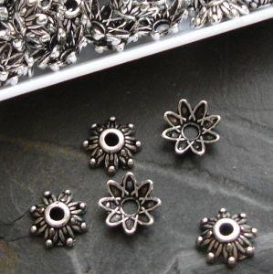 Kaplík kytička 9 mm - starostříbrný