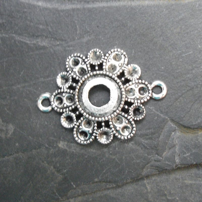 Konektor, mezikus květ 31,5x23mm - starostříbrný