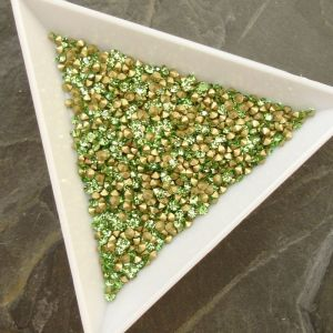 Skleněné šatony cca 1,9 - 2,0 mm - sv. zelené