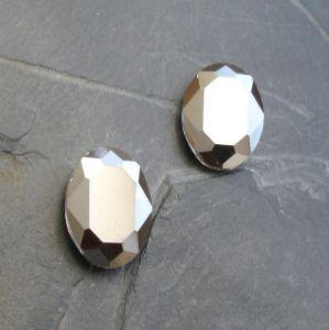 Skleněný broušený kabošon ovál 18 mm - hematitový