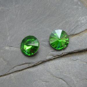 Skleněný broušený kabošon 10mm - zelený st.