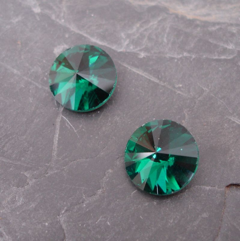 Skleněný broušený kamínek rivoli 16mm - tm.zelený