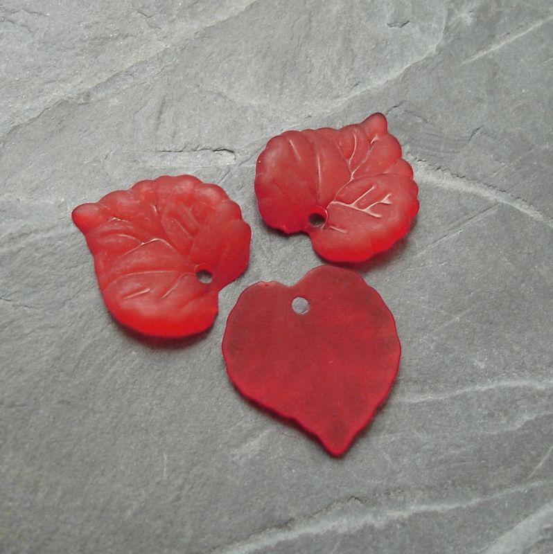 Akrylový lísteček 14x14 mm - červený - 10 ks