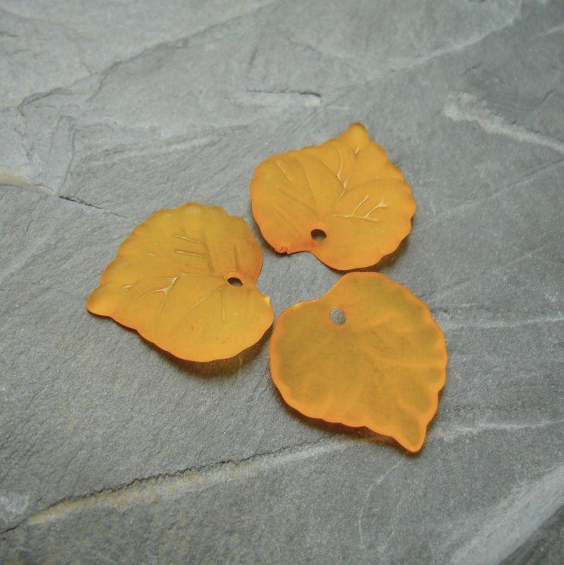 Akrylový lísteček 14x14 mm - oranžový - 10 ks