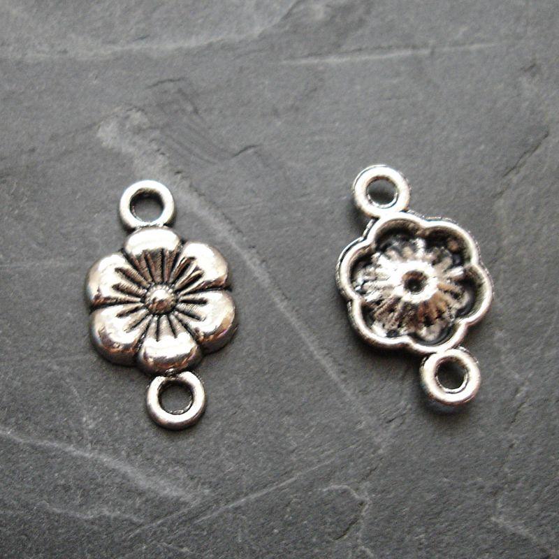 Konektor, mezikus květ 17x10 mm - 4 ks -starostříbrný
