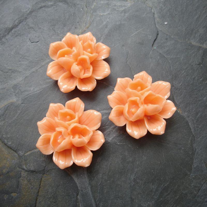 Kytka z pryskyřice 39x18mm - oranžová