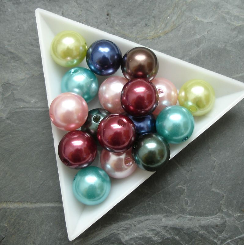 Plastové ( imitace perel ) korálky cca 12 mm - mix barev I.