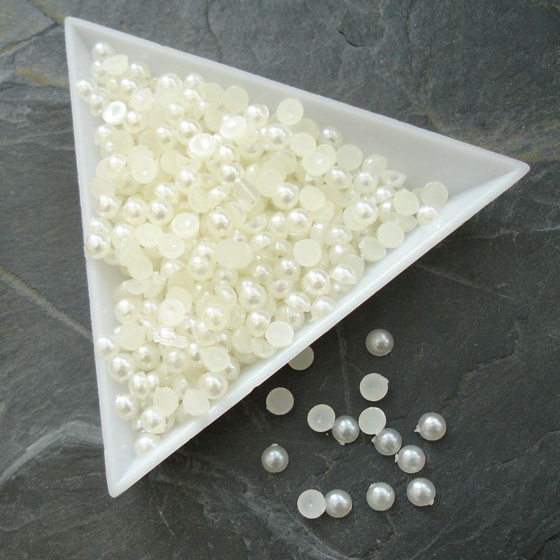Plastové půlperle cca 4mm - krémové - 100 ks