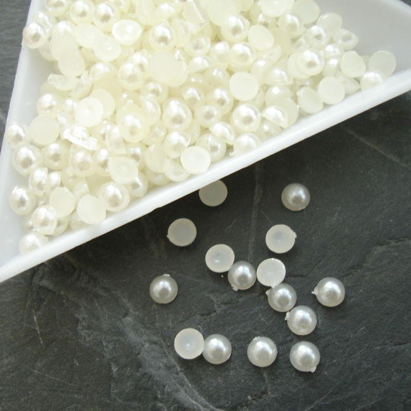 Plastové půlperle cca 5mm - krémové