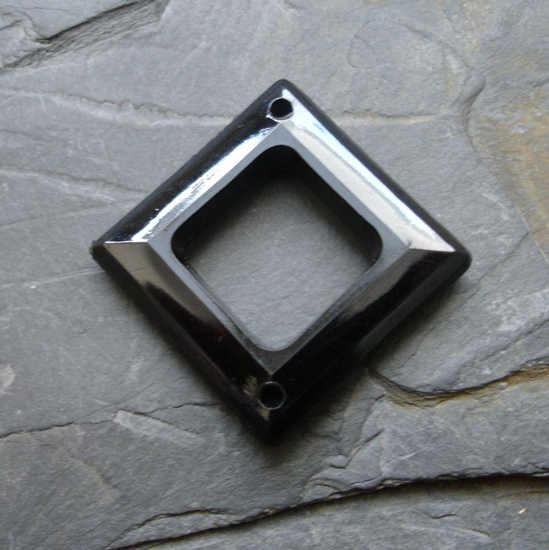 Plastový kosočtverec 29x29mm - černý - 1 ks