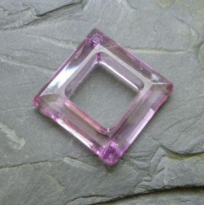 Plastový kosočtverec 29x29mm - sv. fialový