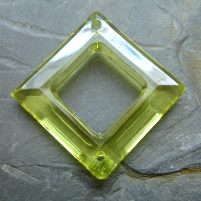 Plastový kosočtverec 29x29mm - žlutozelený - 1 ks