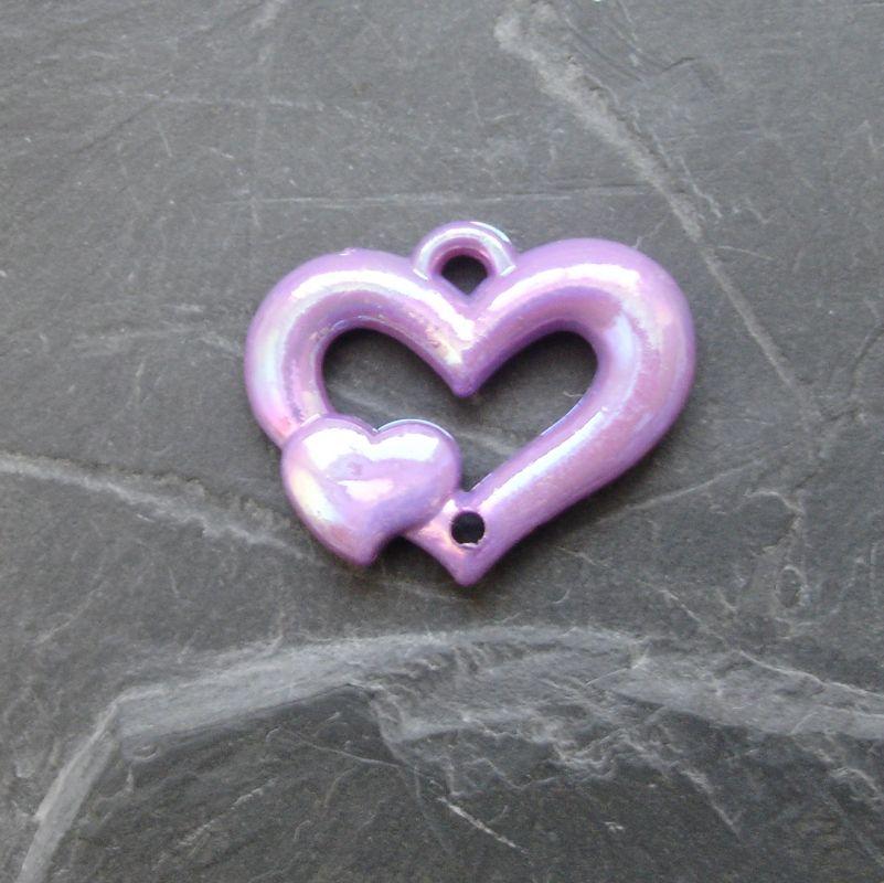 Plastový mezikus srdíčko 25x20mm - sv. fialový