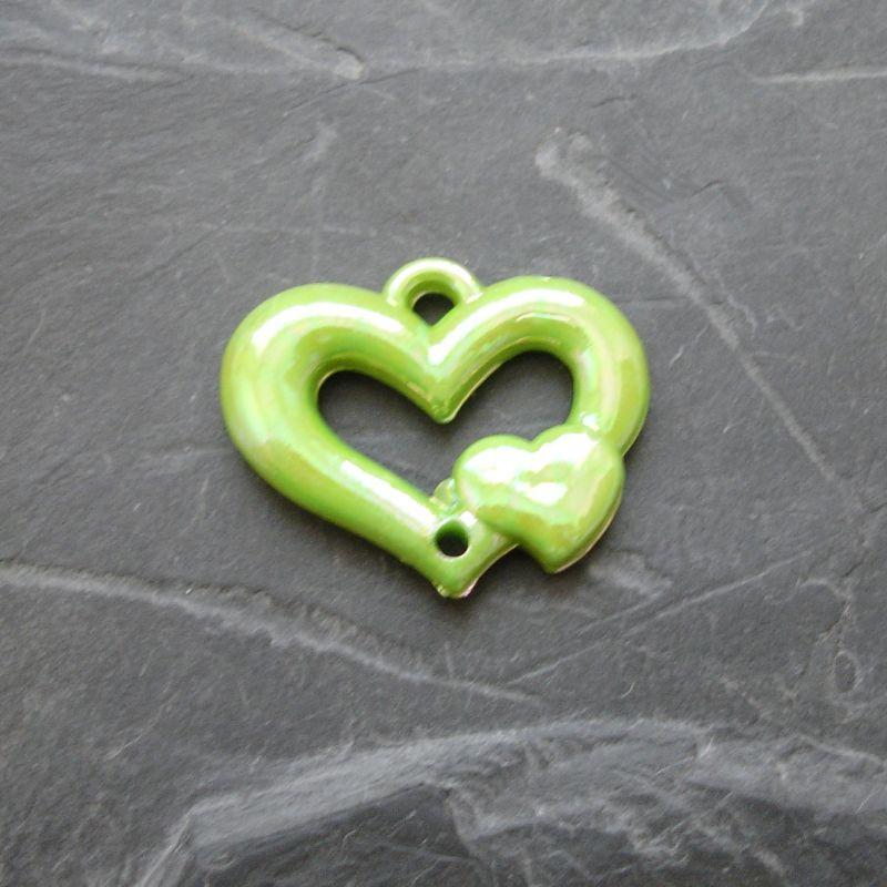 Plastový mezikus srdíčko 25x20mm - sv. zelený - 1 ks