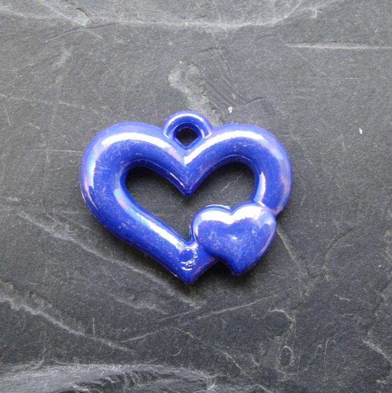 Plastový mezikus srdíčko 25x20mm - tm. modrý - 1 ks