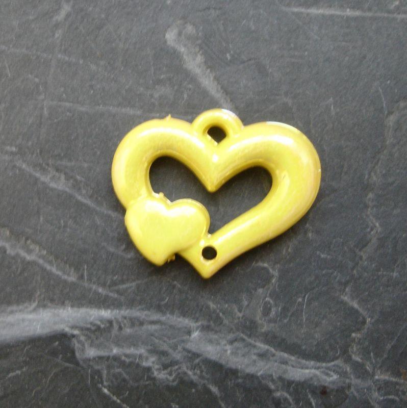 Plastový mezikus srdíčko 25x20mm - žlutý
