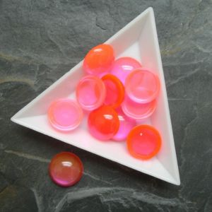 Plochý kulatý kabošon 14mm - oranžovorůžový