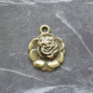 Přívěsek květ růže 17x22mm - starobronzová