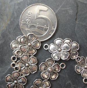Přívěsek kytka 13 mm starostříbrná - 1 ks