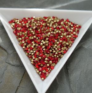 Skleněné šatony cca 2,1 - 2,2 mm - červené