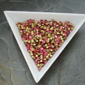 Skleněné šatony cca 2,7 - 2,8 mm - tm. růžové - 50 ks