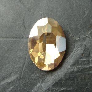Skleněný broušený kamínek ovál 18 mm - krémový - 1 ks
