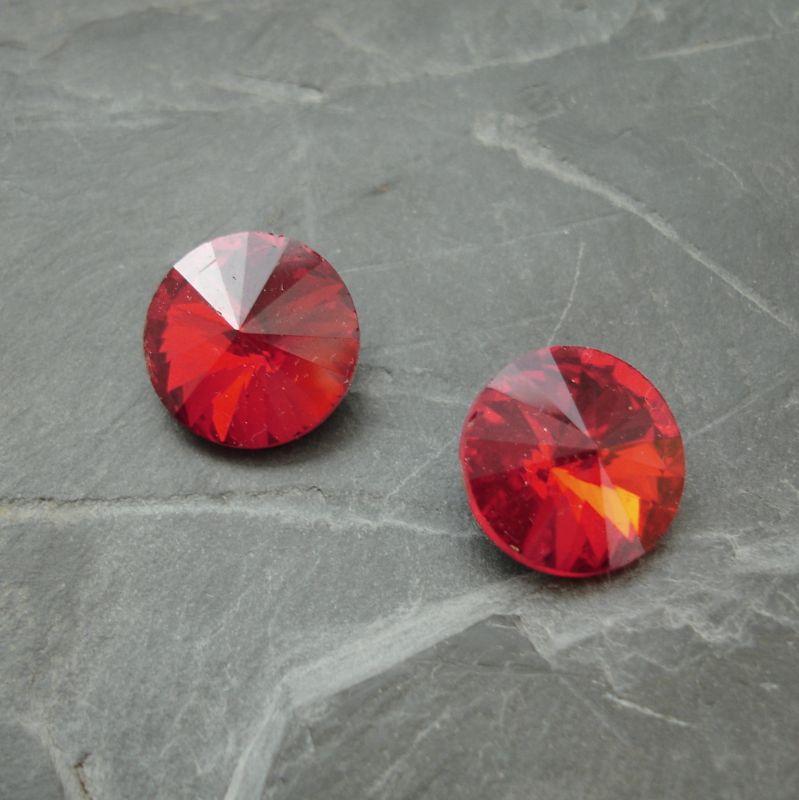 Skleněný broušený kamínek rivoli 14mm - červený - 1 ks