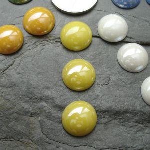 Skleněný kulatý kabošon cca 14mm - žlutý - 2 ks