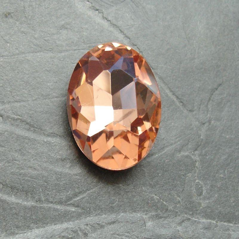 Skleněný broušený kamínek ovál 18 mm - broskvový