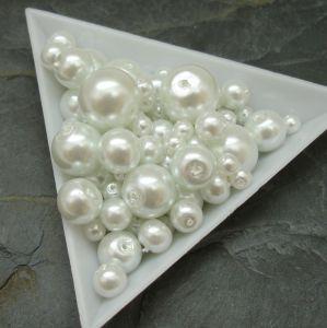 Skleněné voskované kuličky - mix velikostí - bílé