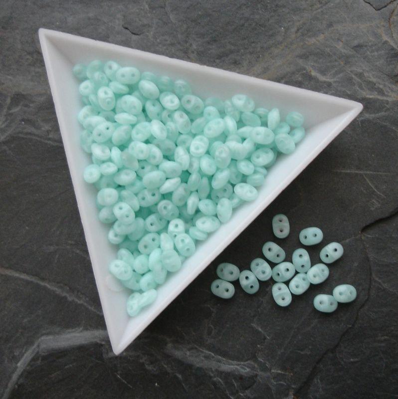 Dvoudírkové korálky Superduo - 61100/84110 - světle zelené MAT - 5 g