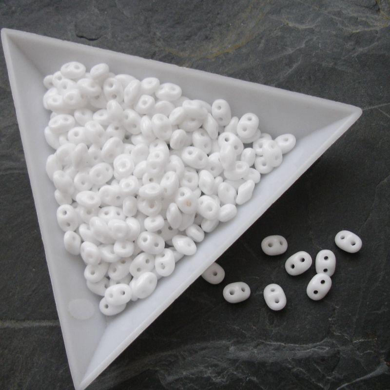 Dvoudírkové korálky Superduo - bílé 03000