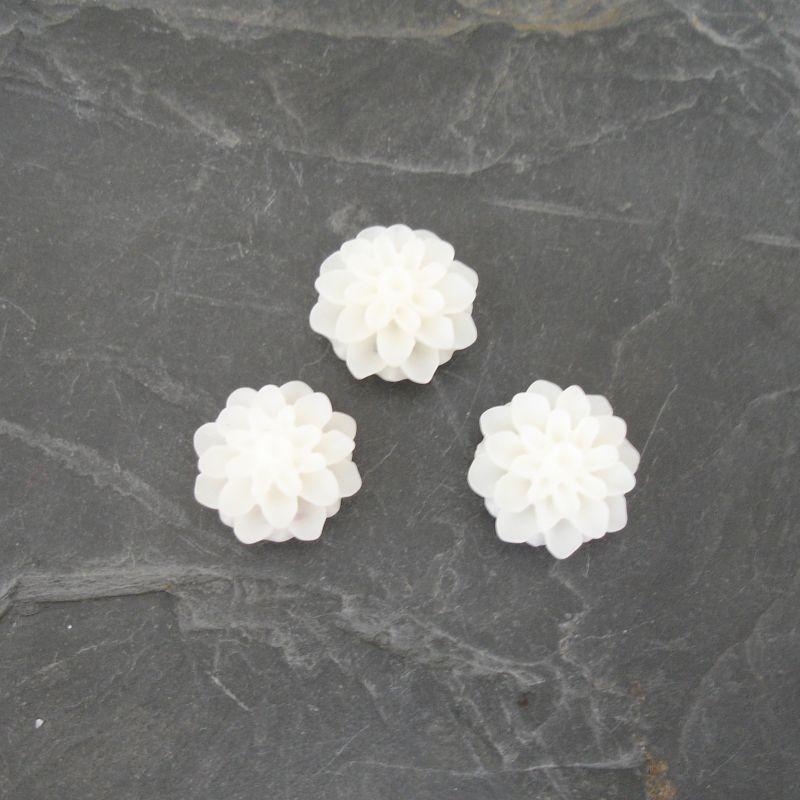Kabošon chryzantéma 15mm - bílá